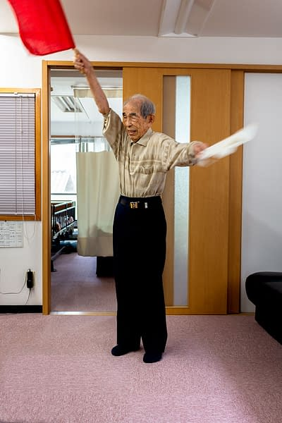 Hiro Kazushi demonstrates flag semaphore