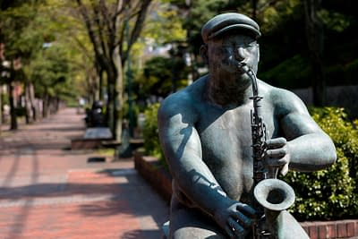 Statue of a man playing saxophone